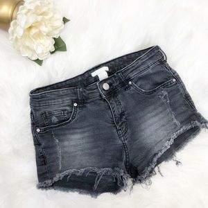 3/$25 SALE! H&M Black Cut Off Short Sz 4 ::